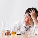 お酒を飲み過ぎた失敗から立ち直れない・・・気になる周りの反応は?