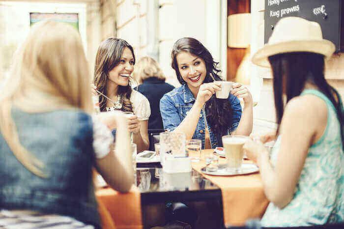 集団行動が好き?…何事も一人で行動ができない女の心理と克服法