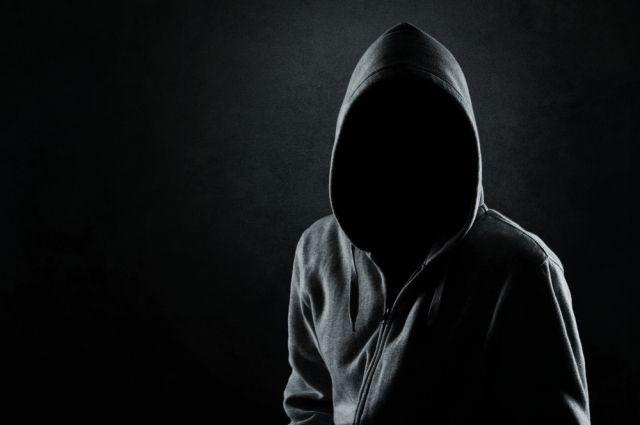 知らない男が玄関前に!一人暮らしでの怖い経験と対策方法とは?