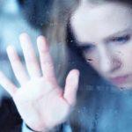 雷が怖い原因はさまざま…雷が怖くて眠れないときの対策法とは?