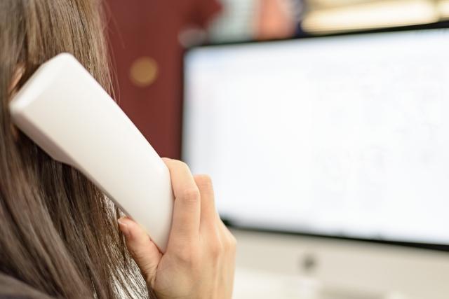 仕事での電話応対…電話をするときに緊張する理由と克服法とは?