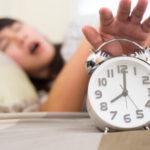 朝、どうしても起きられない…目覚ましが聞こえない原因と対策法とは