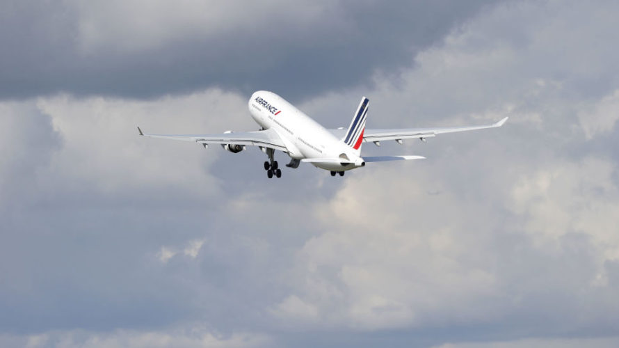 飛行機が怖いのは揺れるから?実際に体験したことと恐怖の解消法